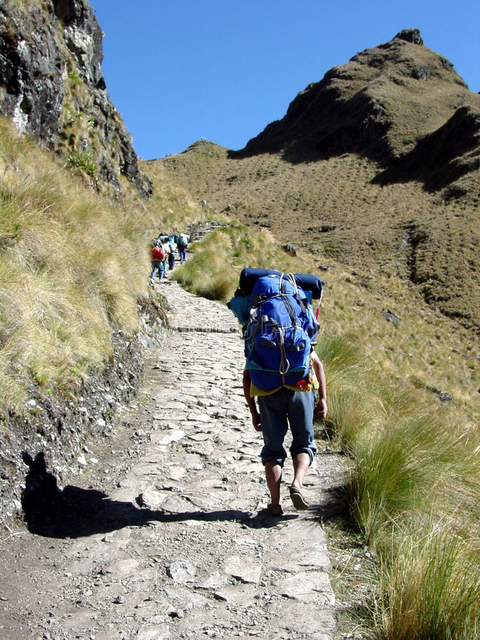 Ketchuan Träger auf der Inka-Spur stockbilder