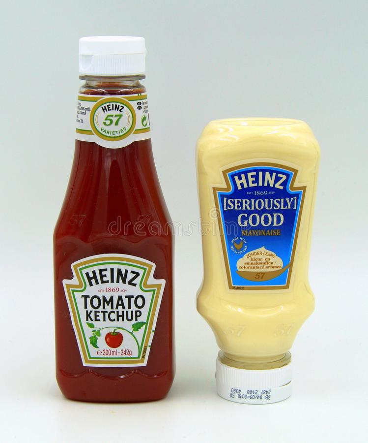 Ketchup de Heinz Seriously Good Mayonaise e de tomate fotografia de stock royalty free