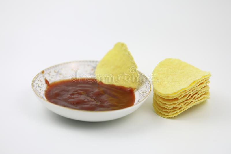 Ketchup de tomate du plat et des pommes chips Régime, engraissant photos stock