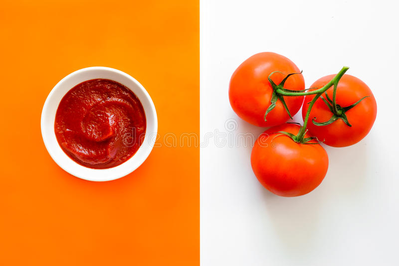 Ketchup- eller tomatsås arkivbilder