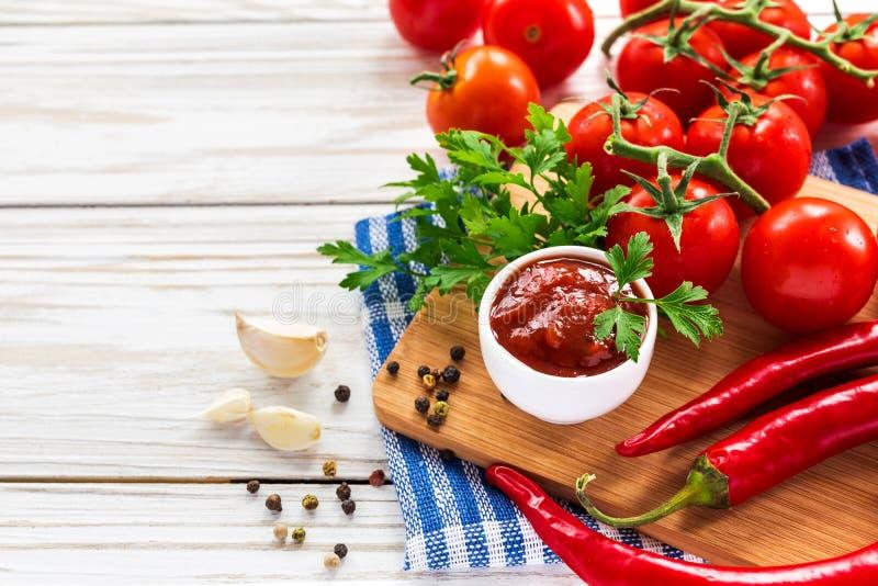 ketchup Tomatensaussalsa stock fotografie