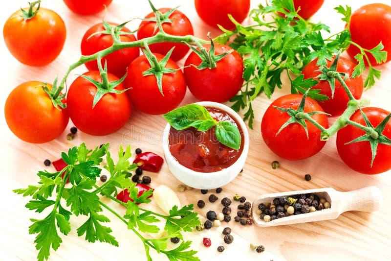 ketchup Tomatensaussalsa stock afbeeldingen