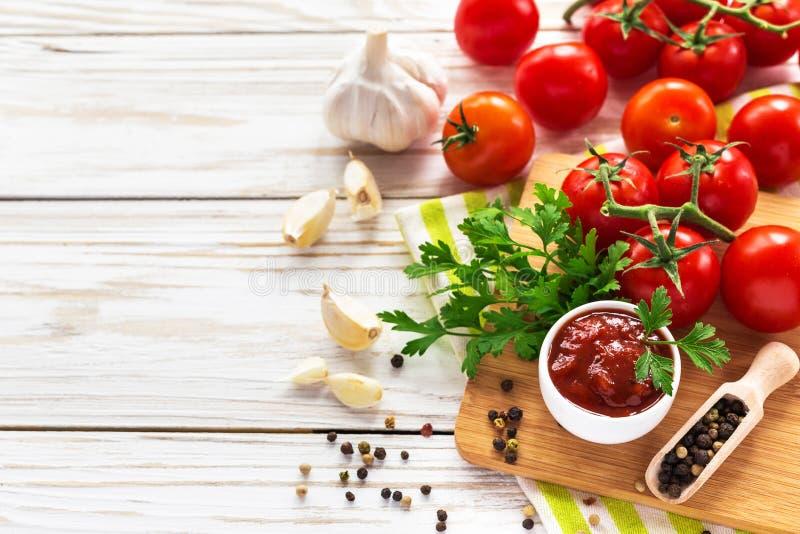 ketchup Tomatensaussalsa royalty-vrije stock fotografie