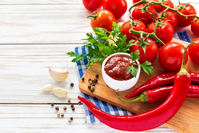 ketchup Tomatensaussalsa stock foto
