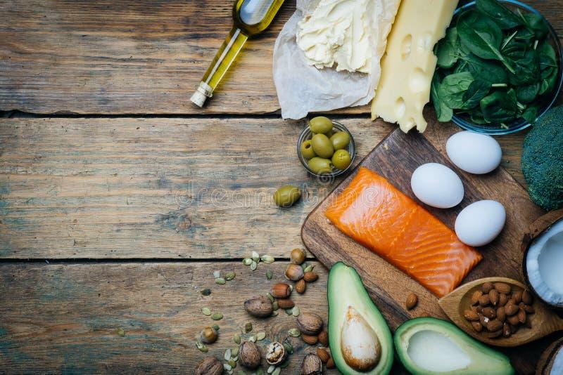 Ketogenic диета Продукты низкой высоты карбюраторов жирные Здоровая еда еды, сало протеина плана питания здоровое питание Обед Ke стоковая фотография rf