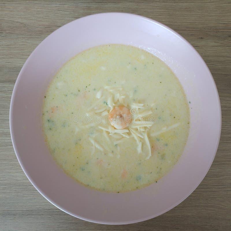 Ketogenic еда, суп сливк сыра креветки Еда Keto для потери веса стоковое фото rf