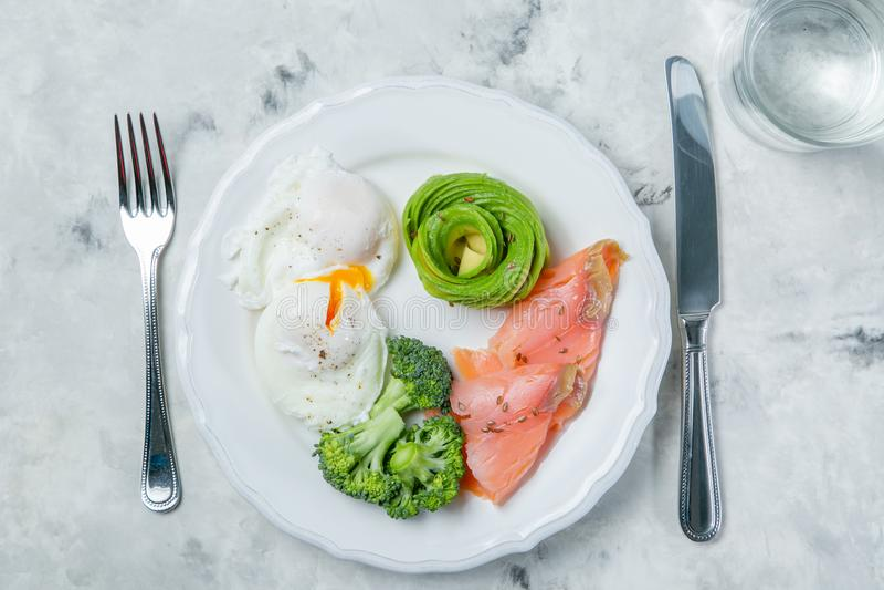 Ketogenic концепция еды - плита с едой keto стоковое изображение