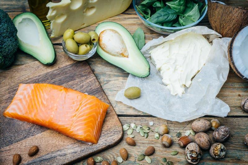 Ketogenic banta Feta produkter för låg carbshöjd Sund ätamat, fett för målplanprotein sund näring Keto-lunch arkivfoto