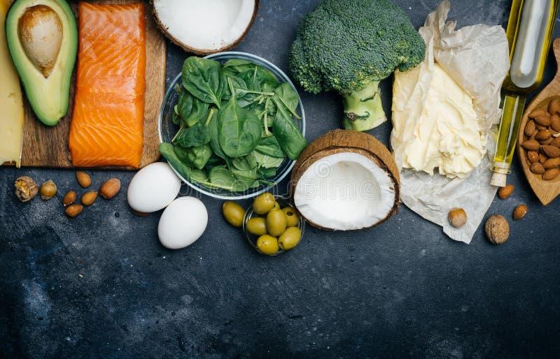 Ketogenic banta Feta produkter för låg carbshöjd Sund ätamat, fett för målplanprotein sund näring Keto-lunch arkivbilder