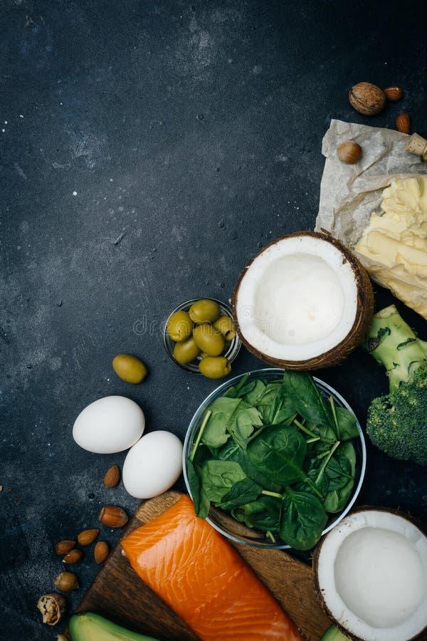 Ketogenic banta Feta produkter för låg carbshöjd Sund ätamat, fett för målplanprotein sund näring Keto-lunch royaltyfria foton