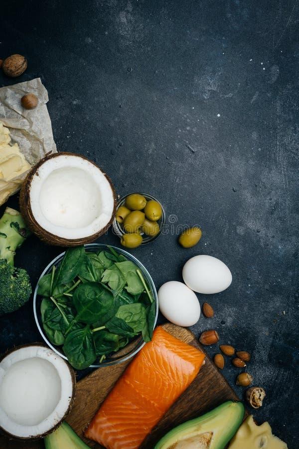Ketogenic banta Feta produkter för låg carbshöjd Sund ätamat, fett för målplanprotein sund näring Keto-lunch Ketogenic royaltyfria foton