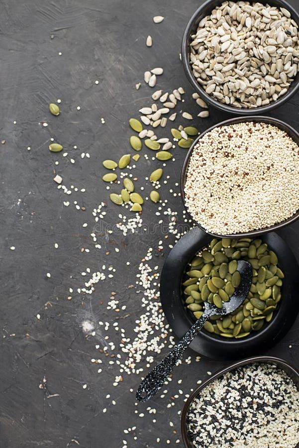 Ketogenic lage concept van het carburatorendieet Het gezonde Eten en Op dieet zijn Ketogenic keukenrecepten: brood of crackers va stock afbeelding