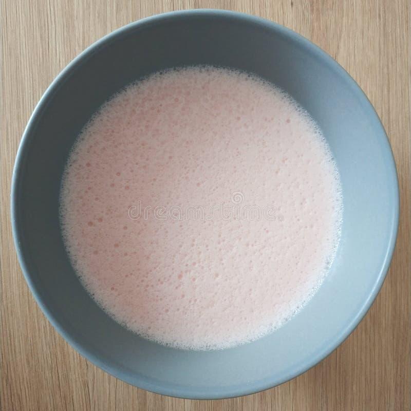 Ketogenic maaltijd, de pudding van de aardbeiroom Keto voedsel voor gewichtsverlies Gezonde voedingsnack royalty-vrije stock foto's
