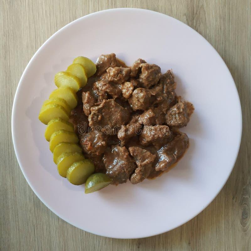 Ketogenic posiłek, wołowina gulasz z zalewami Keto jedzenie dla ciężar straty zdjęcia royalty free