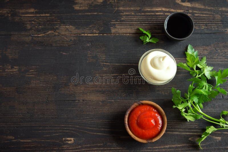 Ketschup, Majonäse und Sojasoße stockfoto