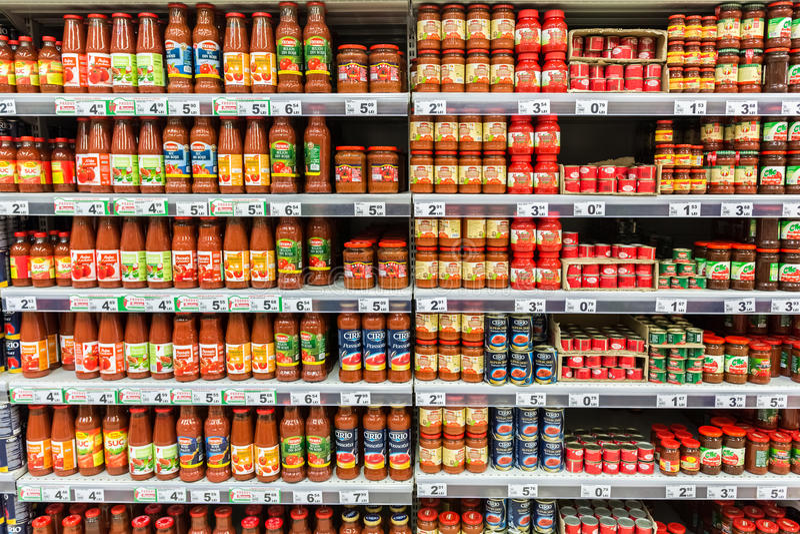 Ketschup-Tomatensauce-Flaschen lizenzfreie stockfotos