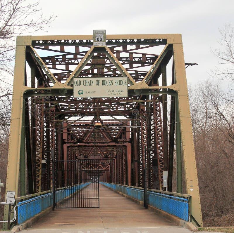 Kette der Felsenbrücke über dem Fluss Mississipi stockfoto