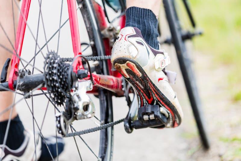 Kette, Pedal, Hinterrad und Kettenrad des Fahrrades stockfotografie