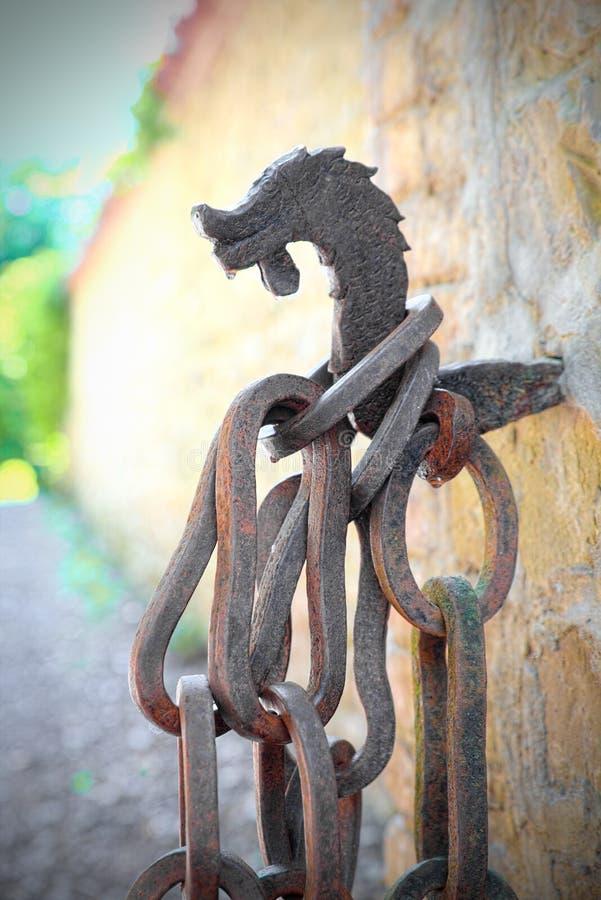 Kette und Haken des mittelalterlichen Ursprung, das Konzept des Zwangs, Bindung, shackling lizenzfreies stockfoto