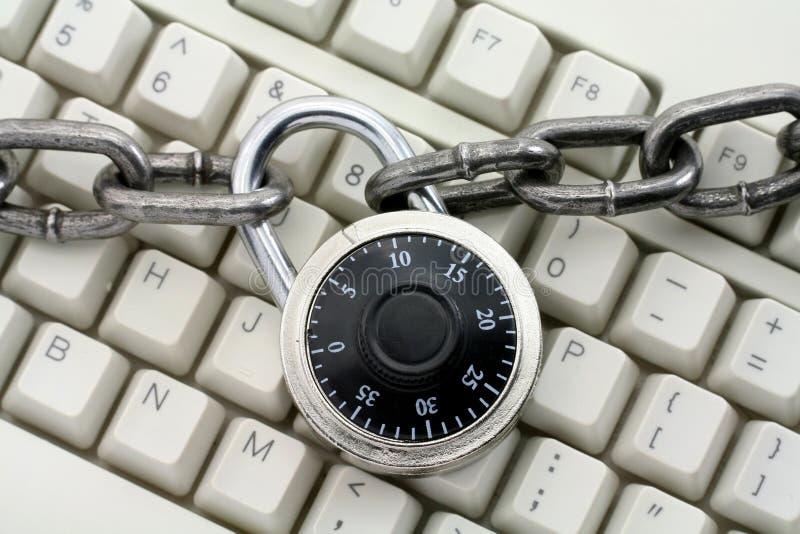 Kette und Tastatur lizenzfreies stockbild