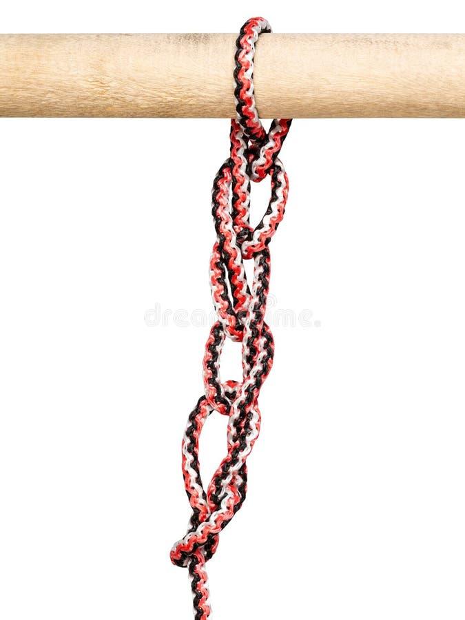 Ketten-sinnet Knoten gebunden auf dem synthetischen Seil herausgeschnitten lizenzfreie stockfotos