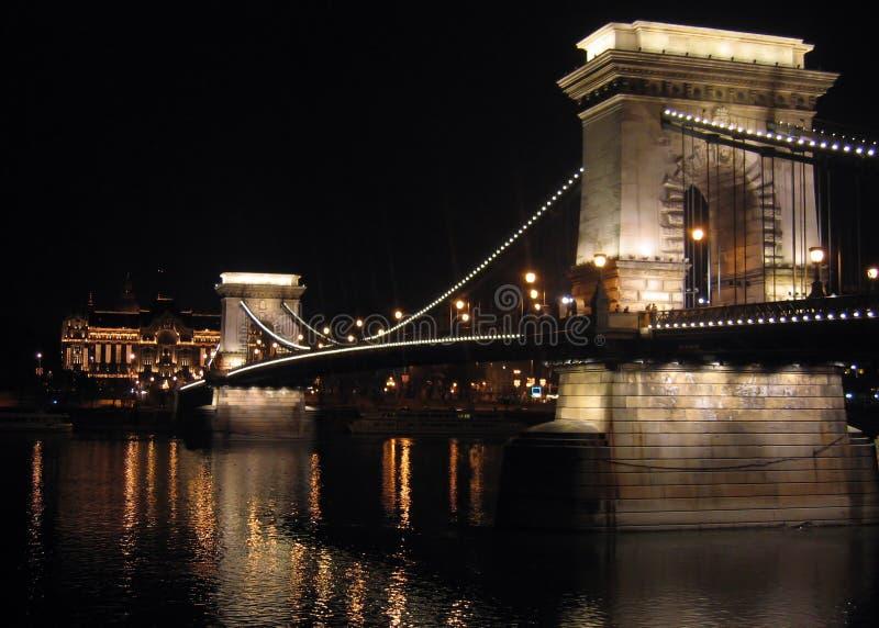 Kettenbrücke Von Budapest Bis Zum Nacht Stockbild