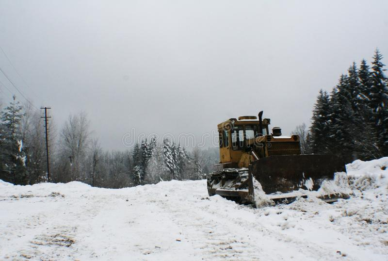 Kettenschlepperplanierraupenberglandschaft stockbild