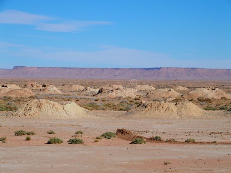 Ketthara,水井著名全景在非洲人在市的撒哈拉大沙漠风景Erfoud附近在摩洛哥 免版税库存照片