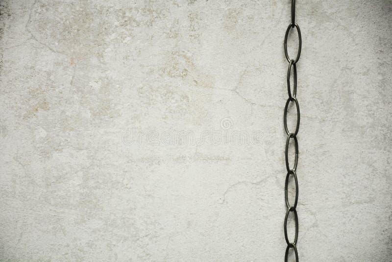 Ketting met oude concrete muur royalty-vrije stock afbeelding