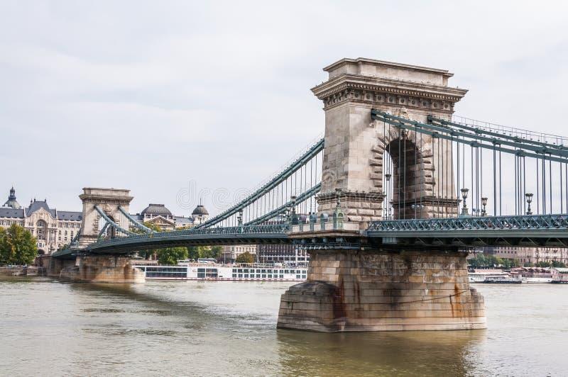Download Kettingsbrug Over De Rivier Van Donau Stock Foto - Afbeelding bestaande uit donau, hemel: 39110542
