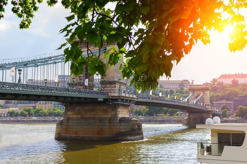 Kettingsbrug over de Rivier van Donau in Hongarije Boedapest royalty-vrije stock afbeelding
