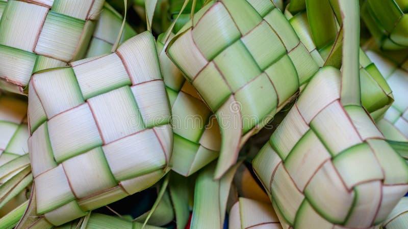 ` Ketupat ` :蒸的米包裹与被编织的年轻棕榈叶 从东南亚的传统食物 库存照片