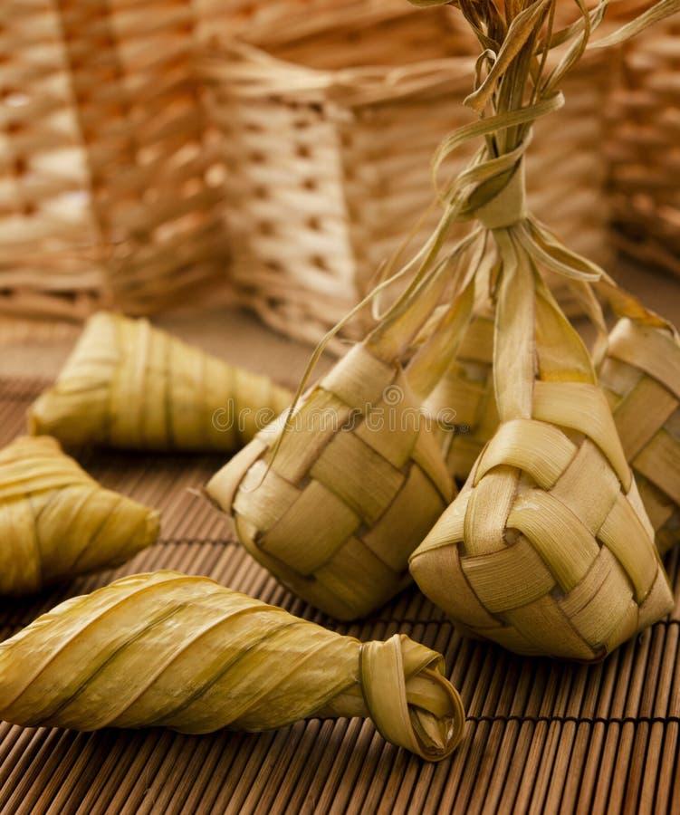Ketupat of ingepakte rijst stock foto