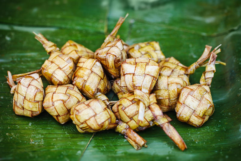 Ketupat - prato oriental tradicional fotos de stock royalty free