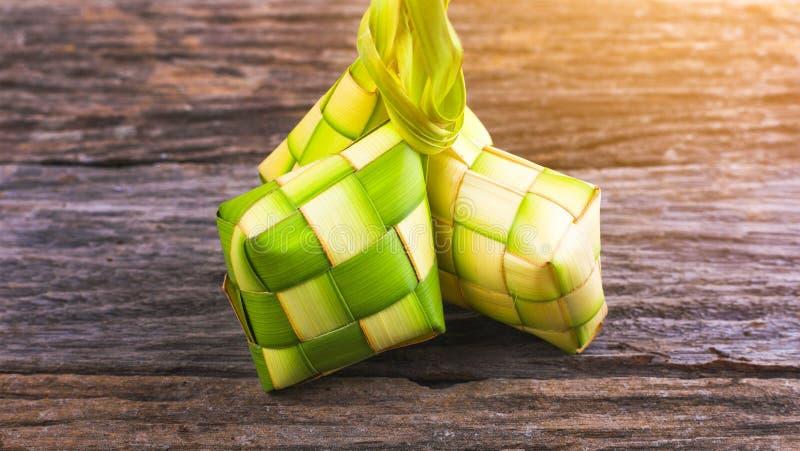 Ketupat-Reismehlkloß ist eine lokale Zartheit während des festlichen s lizenzfreie stockbilder