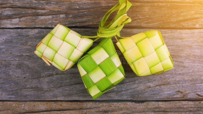 Ketupat-Reismehlkloß ist eine lokale Zartheit während des festlichen s lizenzfreie stockfotografie