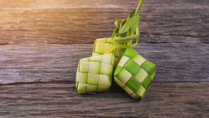 Ketupat-Reismehlkloß ist eine lokale Zartheit während des festlichen s stockfotografie