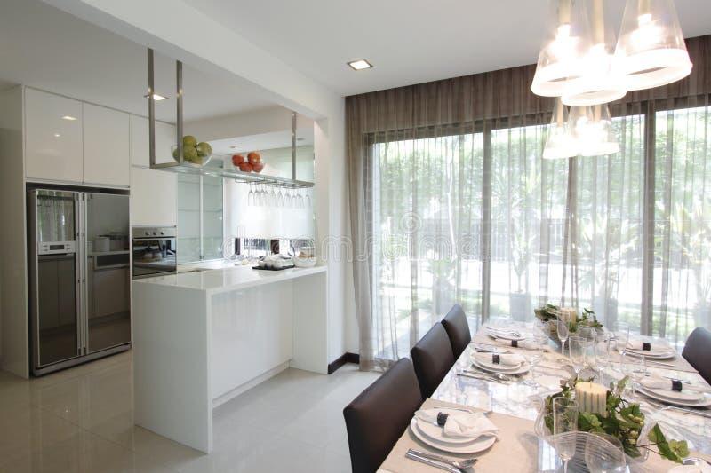 Keuken en het dineren gebied royalty-vrije stock foto