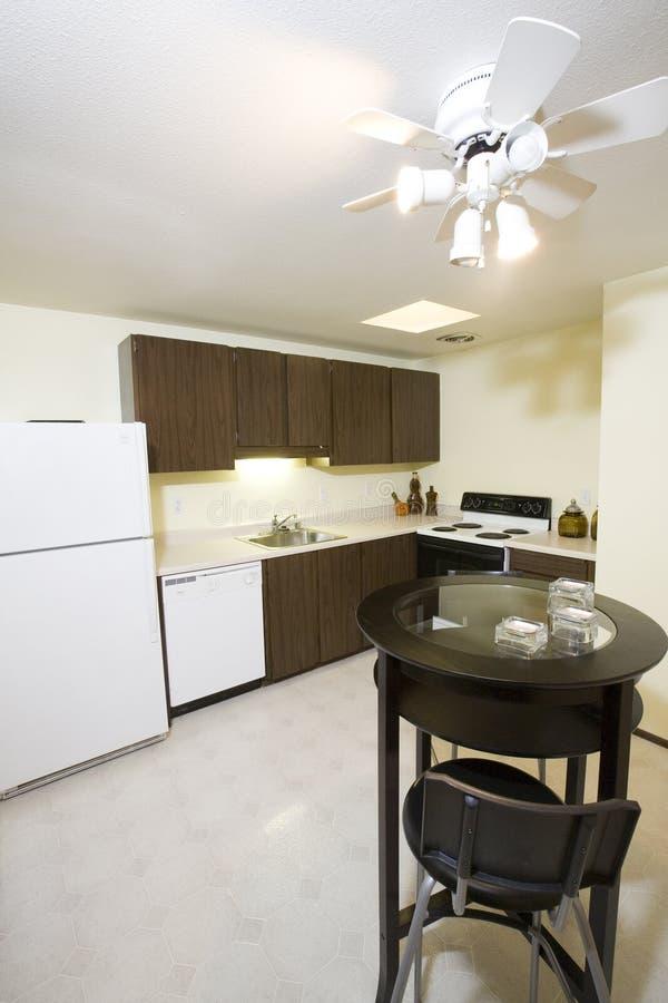 Keuken in flat stock afbeelding