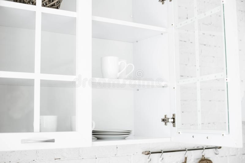 Keuken Gemaakt in lichte kleuren royalty-vrije stock afbeeldingen