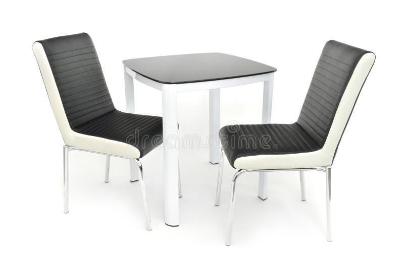 Keuken het dineren meubilairreeks lijst en twee stoelen Modern die het dineren meubilair voor woonkamer of keuken, van wit hout w stock fotografie