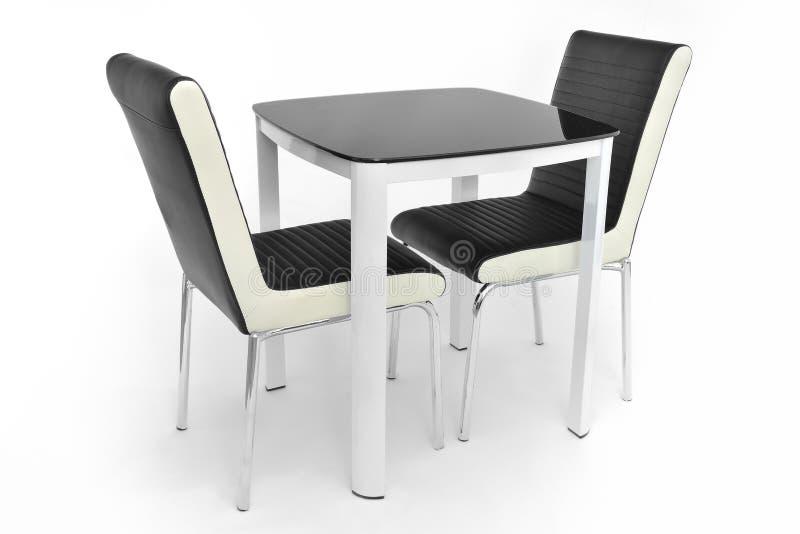 Keuken het dineren meubilairreeks lijst en twee stoelen Modern die het dineren meubilair voor woonkamer of keuken, van wit hout w stock afbeelding