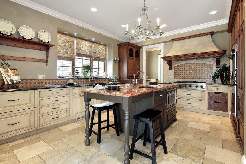Keuken met granieteiland stock fotografie