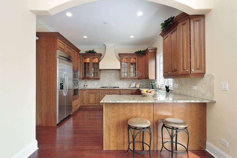 Keuken met overspannen ingang royalty vrije stock fotografie afbeelding 13028947 - Keuken met teller ...
