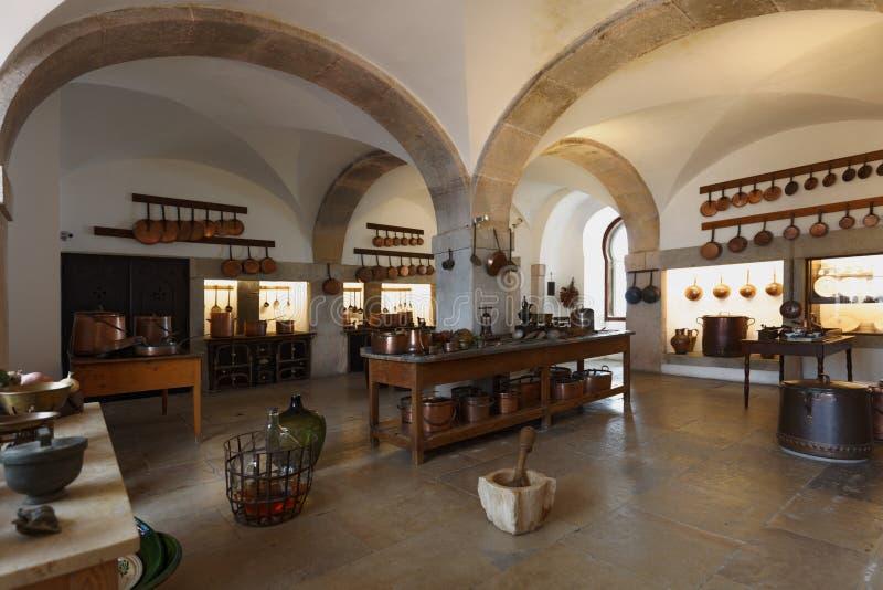 Keuken in Nationaal Paleis van Sintra, Portugal stock foto