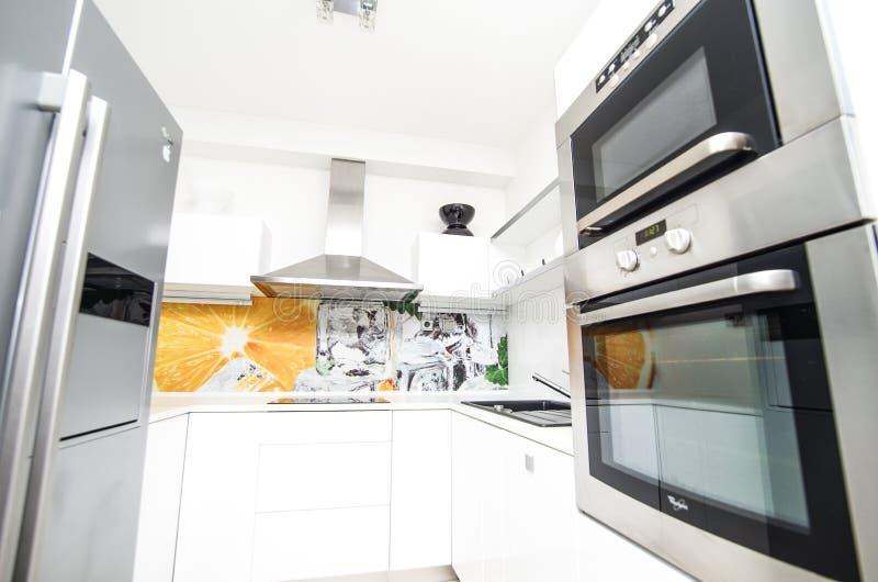 Keuken nieuw vernieuwingen en ontwerp stock foto's