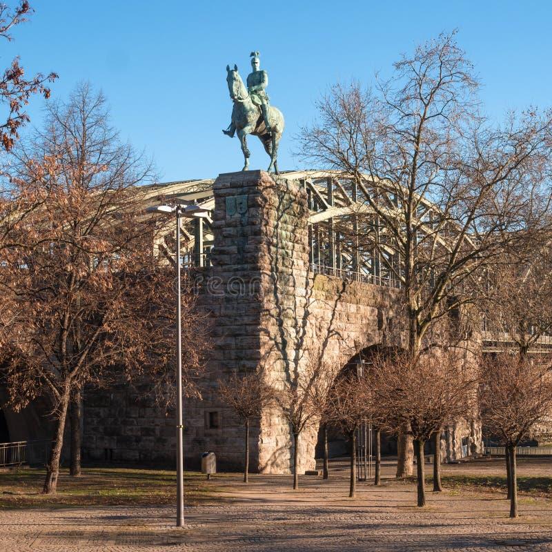 Keulen, Duitsland - Januari 19, 2017: Ruiterstandbeeld van Pruisische Koning Friedrich Wilhelm Viktor Albert von Preuben royalty-vrije stock foto's