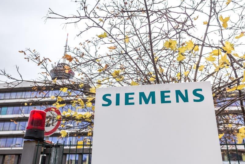 Keulen, Noordrijn-Westfalen/Duitsland - 02 12 18: de bouw van Siemens teken in Keulen Duitsland stock fotografie
