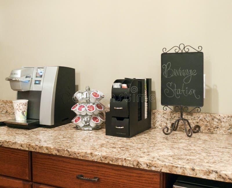 Keurig与唯一服务小包的咖啡壶 免版税库存图片