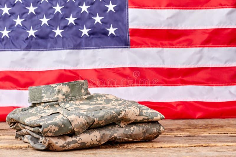 Keurig gevouwen camouflagekleren van ons legermilitair royalty-vrije stock foto's